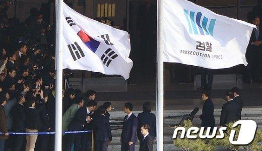 [사진]검찰 포토라인에 선 박근혜 전 대통령