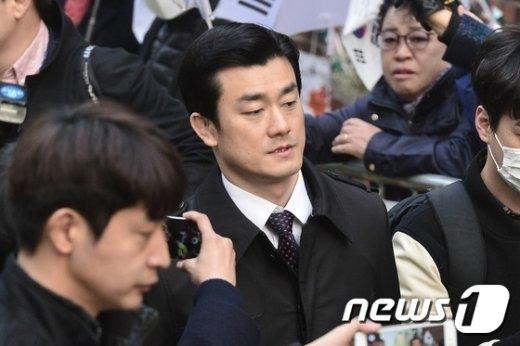 [사진]이영선 '朴 전 대통령 사저 향해'