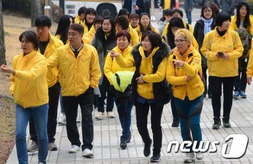 [사진]손배소 청구 소송 재판 참석하는 세월호 유가족들
