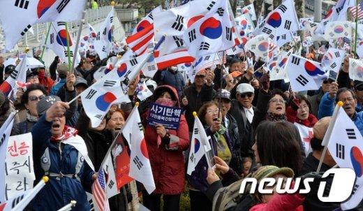 [사진]검찰 앞 태극기집회