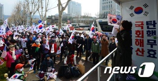 [사진]검찰청사 앞 박사모