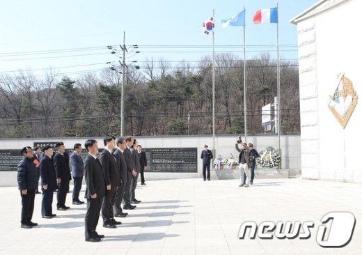 [사진]'6.25 프랑스군 참전기념비 추모의 길 행사