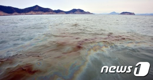 [사진]동거차도 앞바다에 기름 유출
