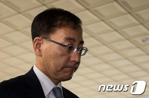 김수남 검찰총장이 24일 서울 서초동 대검찰청으로 출근하고 있다. © News1 DB