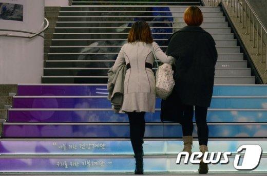 [사진]'계단으로 걸어가주세요'