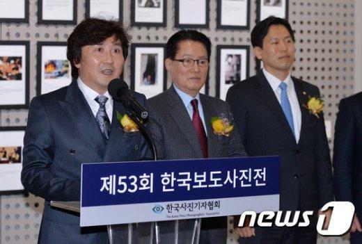 [사진]인사말하는 이동희 한국사진기자협회장