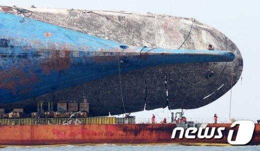 [사진]'마지막 항해' 준비로 분주한 세월호