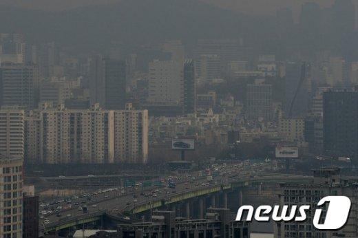 [사진]대낮에도 컴컴한 날씨