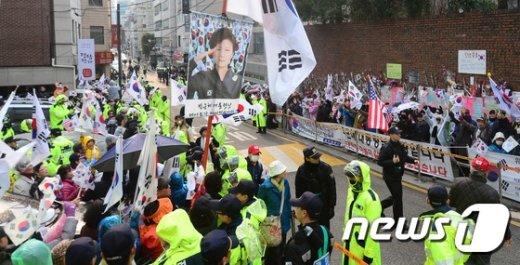 [사진]여전히 '탄핵기각' 외치는 박사모