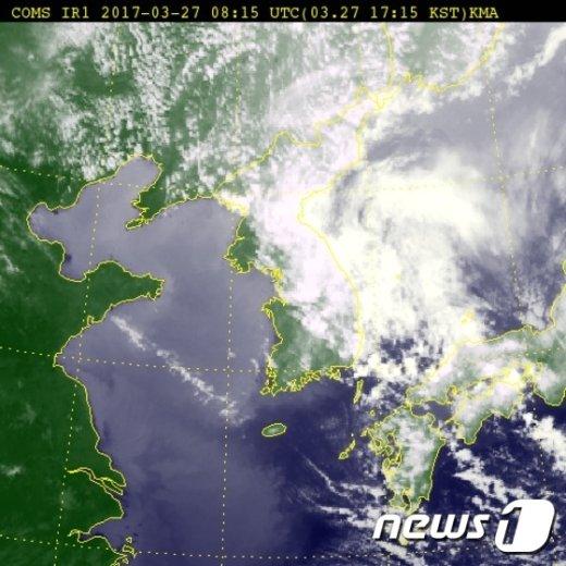 27일 오후 5시15분 한반도 날씨 위성(제공:기상청)© News1