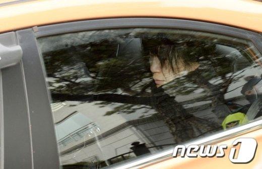 [사진]택시타고 이동하는 정송주 원장