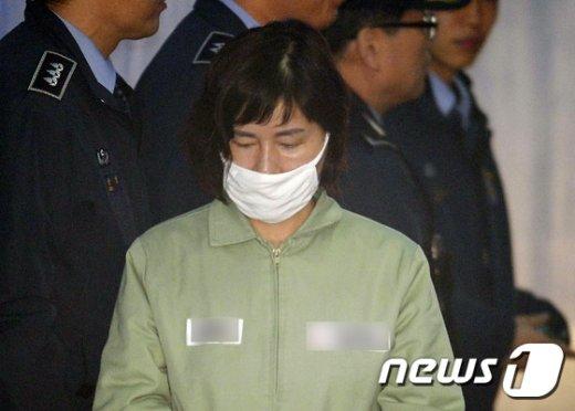 [사진]'정유라 성적 특혜 의혹' 법정 향하는 이인성 교수