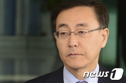 [사진]생각에 잠긴 김수남 총장
