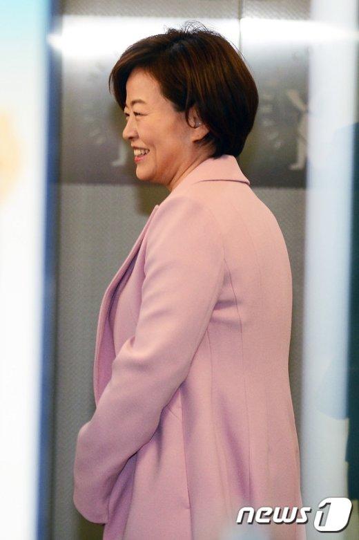 [사진]미소 짓는 진선미 의원, 공직선거법 위반 항소심 출석