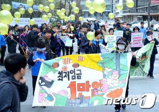 [사진]최저임금 1만 원 위한 행진