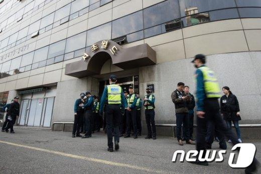 [사진]경찰, 탄핵 당일 불법시위 옛 탄기국 사무실 압수수색