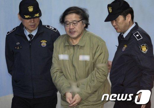 [사진]안종범 전 수석 '법정으로'