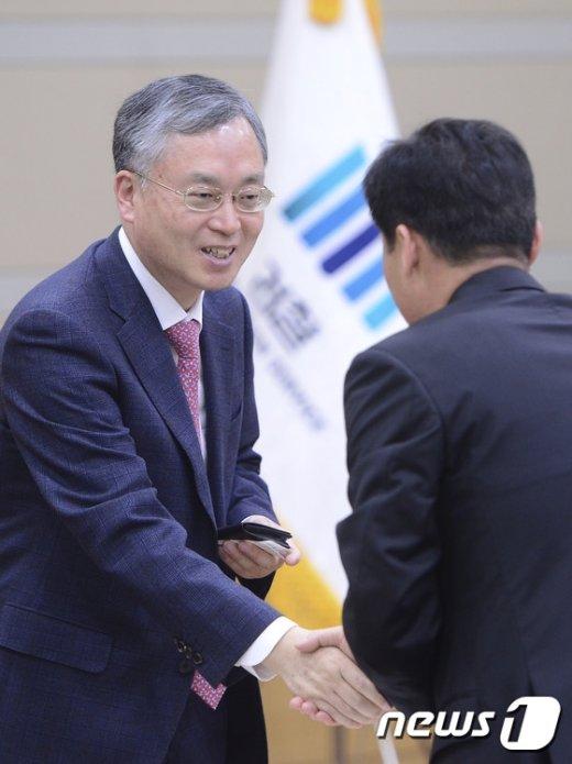 [사진]법생물 연구회 세미나 참석한 김영대 과학수사부장