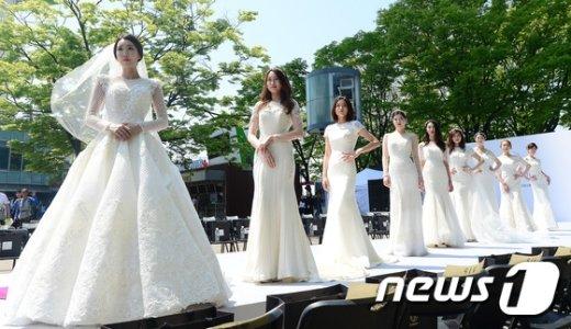 [사진]'아름다운 5월의 신부들'