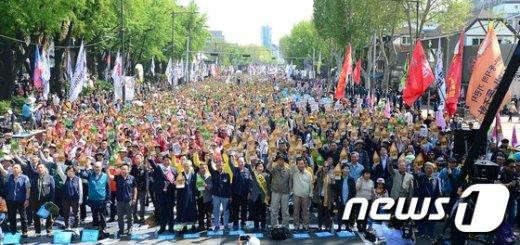 [사진]2017 세계 노동절 기념대회 '어마어마한 인파'