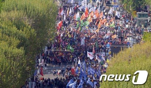 [사진]노동절 행진