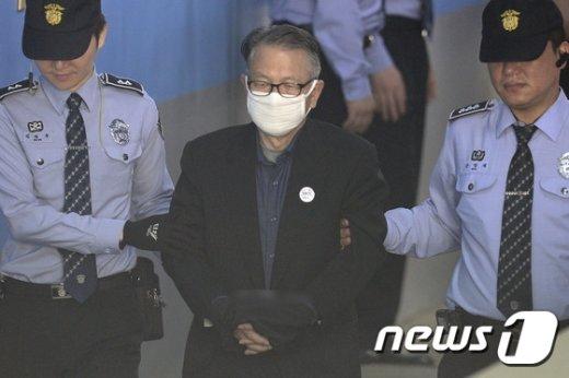 [사진]김기춘 전 실장, 블랙리스트 공판 출석