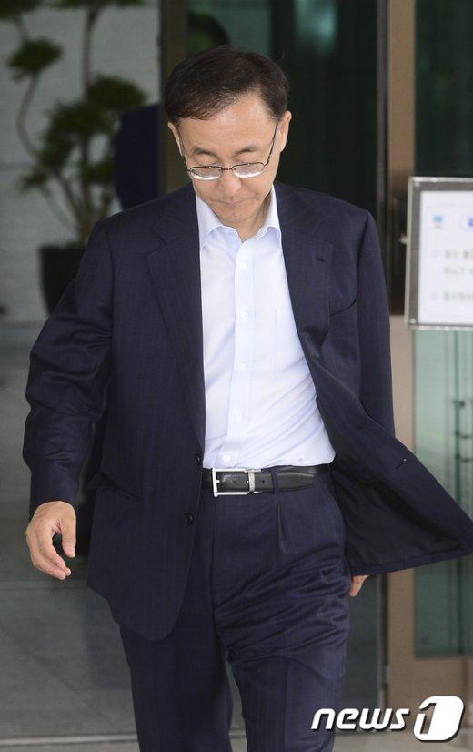 [사진]고개숙인 김수남 총장