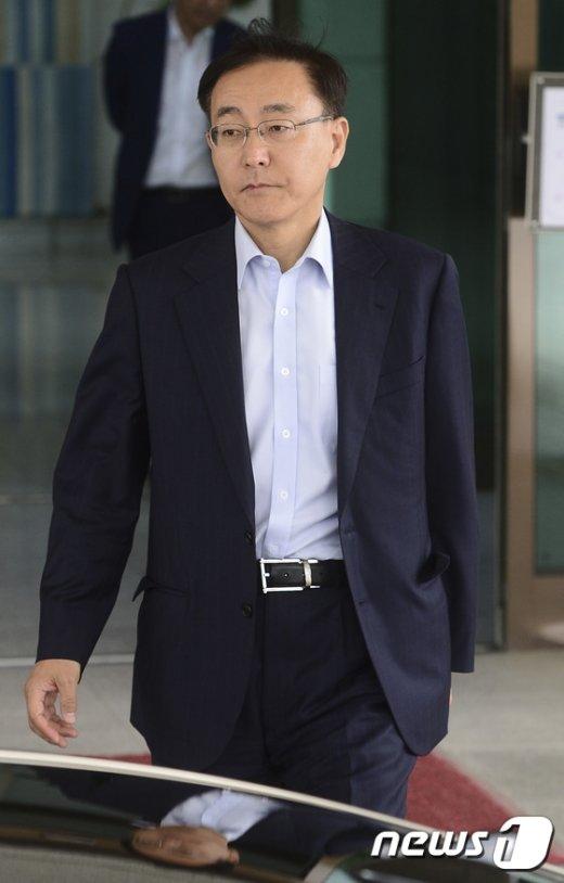 [사진]청사 나서는 김수남 검찰총장