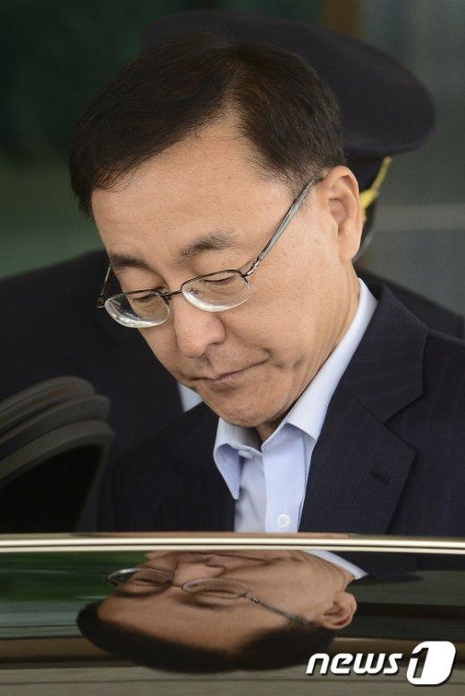 [사진]검찰청사 나서는 김수남 총장