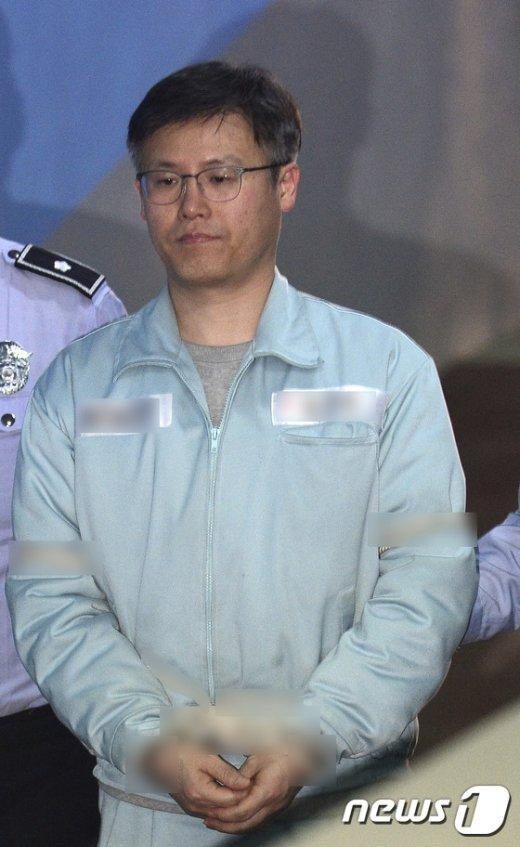 [사진]정호성 전 비서관 '법정으로'