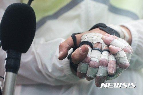 [포토is…]'롯데월드타워 등정' 김자인의 2시간29분