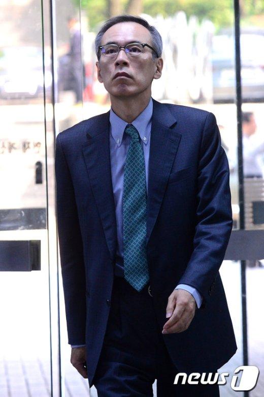 [사진]박근혜 재판 증인석 서는 주진형