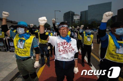 [사진]'최저임금 1만원으로!'