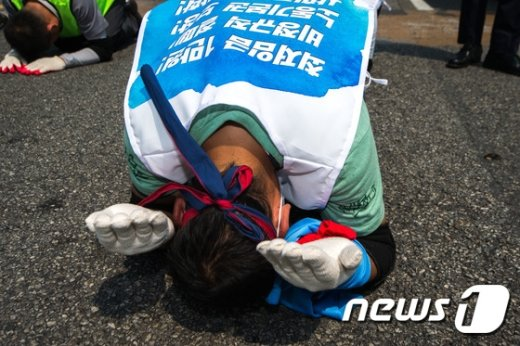 [사진]'비정규직 철폐 위해 3보 1배'
