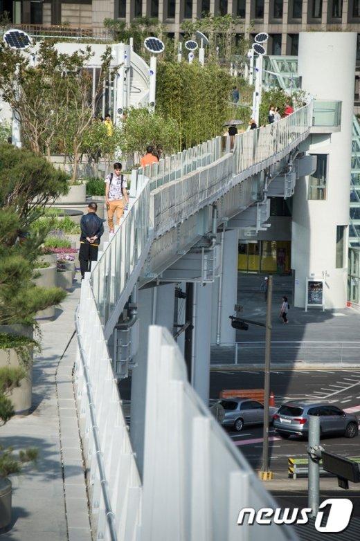 [사진]서울로 7017 투신사망사고, 1.4m 안전벽이 문제?