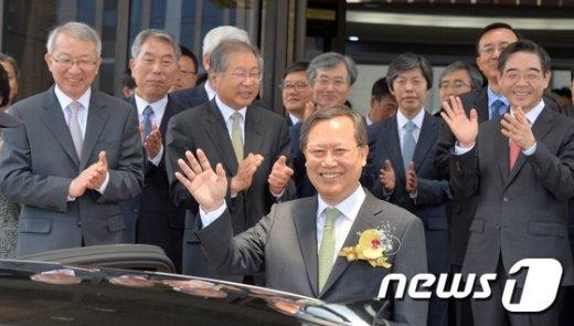 [사진]웃으명 대법원 떠나는 박병대 대법관