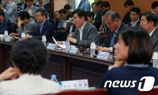 [사진]부처별 합동 업무보고 참석한 김진표