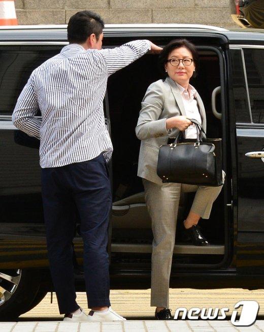[사진]롯데 오너가 비리 공판, 법원 도착한 서미경