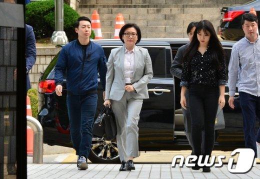 [사진]법원 향하는 서미경