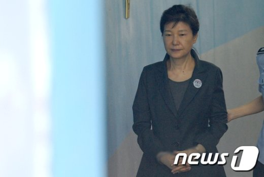 [사진]박근혜 전 대통령, 법원 출석