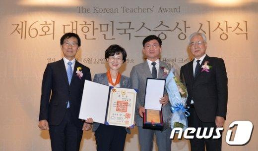 [사진]올해 스승상 대상에 대구 효명초 최혜경 수석교사