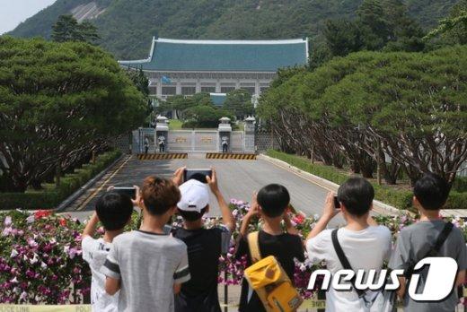 [사진]'청와대 앞길 50년만에 열린다'