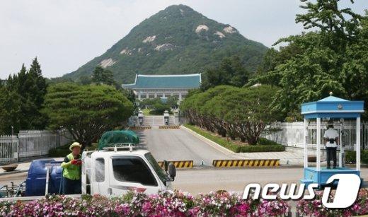 [사진]청와대 앞 길, 50년만에 완전 개방