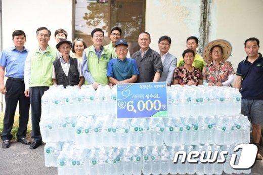 [사진]농협유통, 충북 제천지역에 생수 6,000병 전달