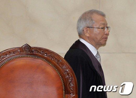 [사진]양승태 대법원장 '법관회의 의결안 수용 여부는?'