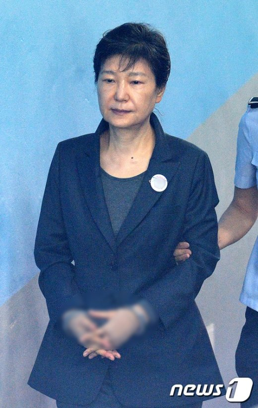 [사진]법정으로 향하는 박근혜 전 대통령