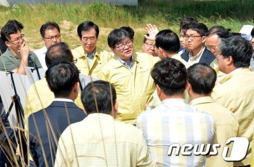 [사진]가뭄피해지역 찾은 김용진 차관