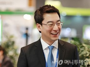 전시장에서 만난 에스지헬스케어 김정수 대표/사진=김수종에디터