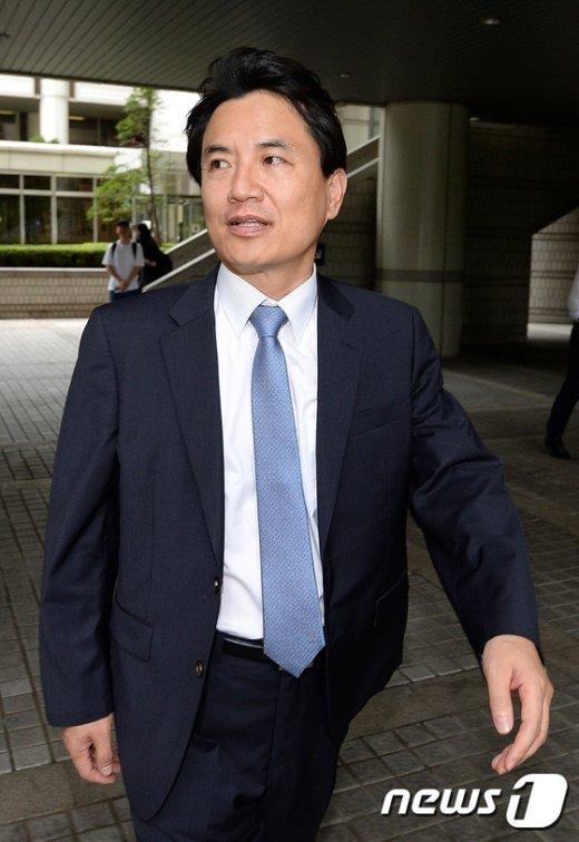 [사진]법정 나서는 김진태