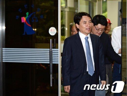 [사진]법원 나서는 김진태 의원